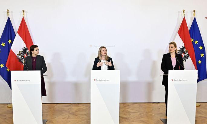 Justizministerin Alma Zadic (Grüne), Integrationsministerin Susanne Raab (ÖVP), Familien-Jugendministerin Christine Aschbacher (ÖVP)