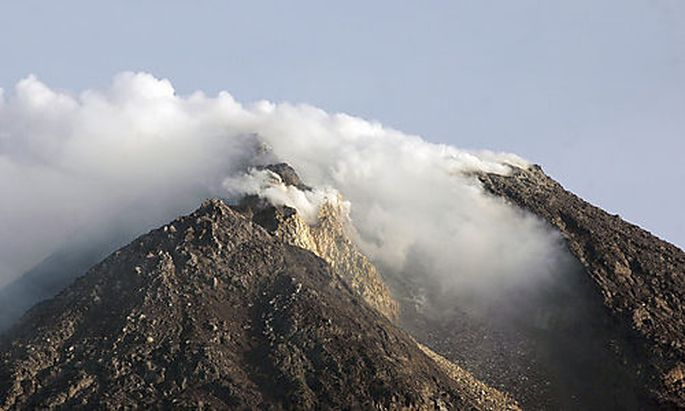 Mount Merapi spews volcanic smoke in Yogyakarta, central Java, Indonesia, Monday, Oct. 25, 2010. Indo