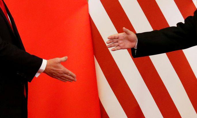 Chinas Staats- und Parteichef, Xi Jinping (rechts im Bild), und US-Präsident Donald Trump wollen sich noch im März in Florida treffen, um den Handelskrieg beizulegen.