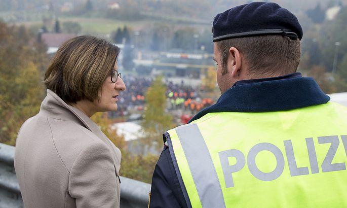 Ministerin Mikl-Leitner an der Grenze bei Spielfeld