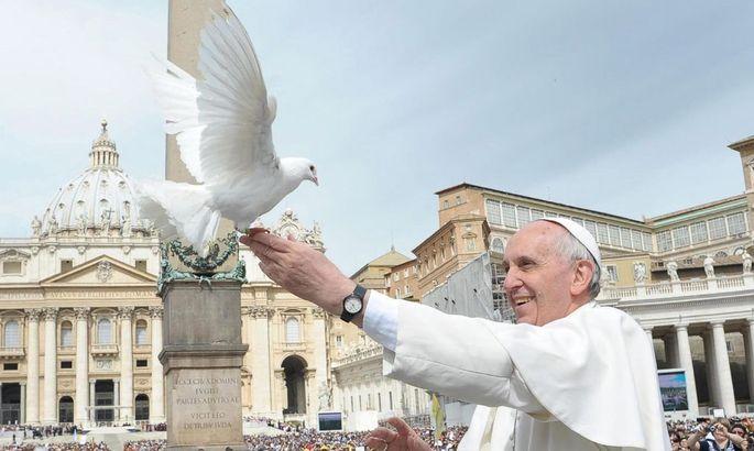 VATICAN POPE DOVES