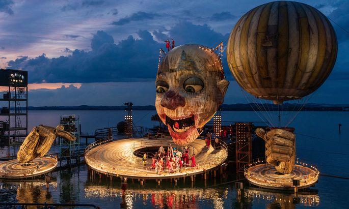 """2019 war der """"Rigoletto"""" schon in Bregenz zu sehen, heuer wieder – für das Publikum unter annähernd gleichen Bedingungen."""