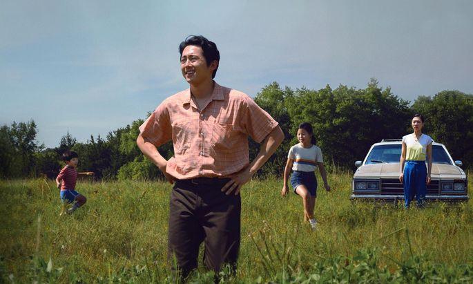 """Der Papa (Steven Yeun) meint im Migrantendrama """"Minari"""", die Lage im Blick zu haben – doch seine Familie ist sich da nicht so sicher."""