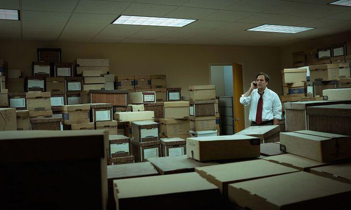 """Mark Ruffalo spielt den Anwalt, der sich in """"Dark Waters"""" durch die Aktenberge des Chemiekonzerns DuPont ackert, um die Schuldigen zu suchen."""