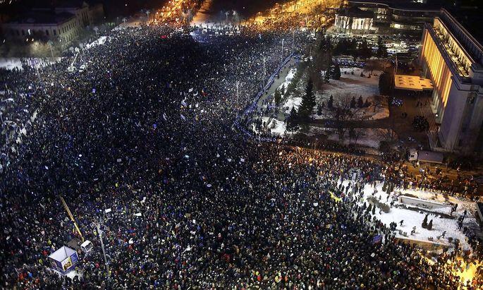 Alleine in Bukarest demonstrierten 100.000 Menschen.