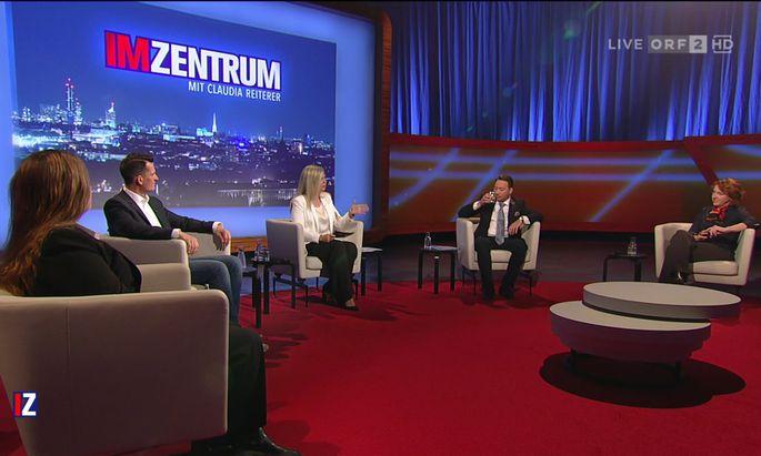 V.l.n.r.: Dorothee von Laer, Wolfgang Mückstein, Claudia Reiterer, Manfred Haimbuchner und Ulrike Guérot.
