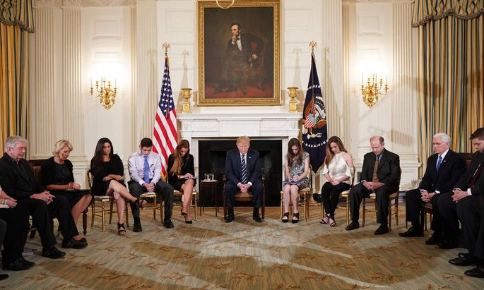 Donald Trump lud Betroffene des Waffenmassakers in Florida zu einer Gesprächsrunde ins Weiße Haus.