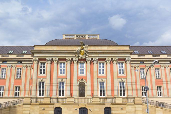 Unter einem Risalit versteht man einen vorspringenden Baukörper, der zumeist die ganze Höhe des Gebäudes einnimmt.