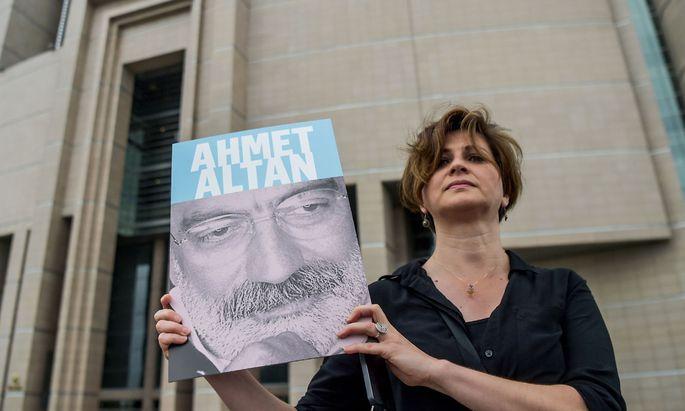 Ahmet Altan wurde wegen Mitgliedschaft in der Gülen-Bewegung zu lebenslanger Haft verurteilt