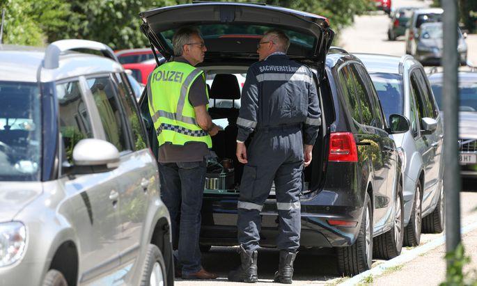 Einsatzkräfte am Tatort.