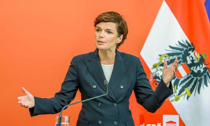 """SPÖ-Chefin Pamela Rendi-Wagner schlägt ein """"Kraftpaket Familie"""" vor."""
