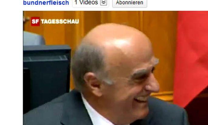 Schweizer Minister Merz Lachanfall YouTube Star