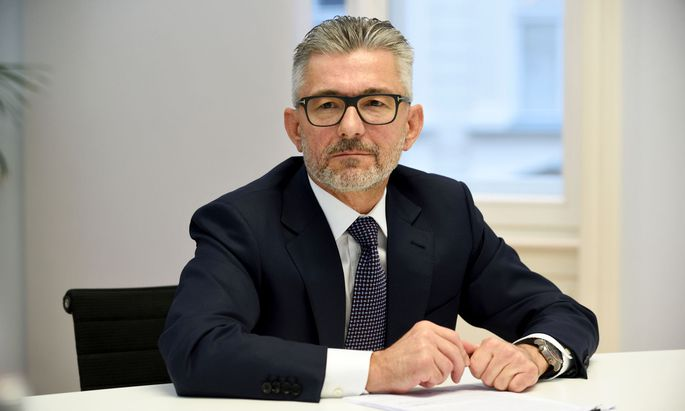 Voest-Chef Eibensteiner will bei Lehrlingen nicht sparen.