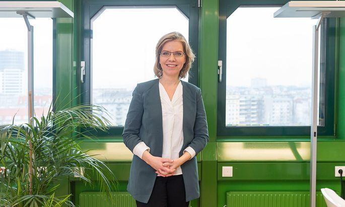 """""""Der Verkehr ist das große Sorgenkind der Klimabilanz"""", sagt Leonore Gewessler."""