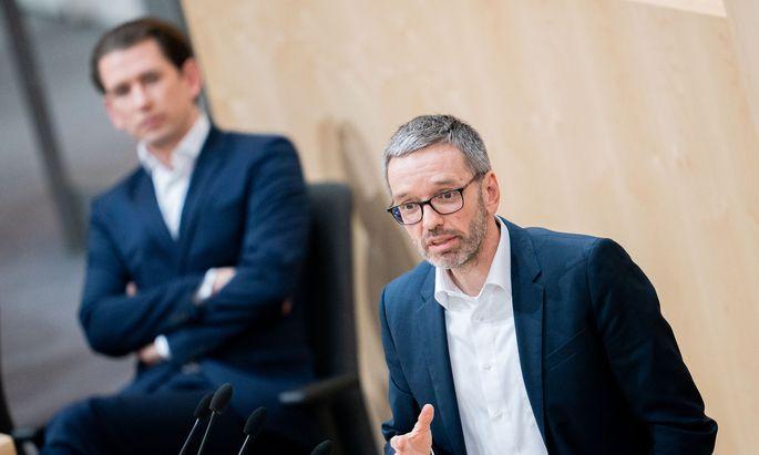 FPÖ-Klubobmann Herbert Kickl und dahinter Bundeskanzler Sebastian Kurz (ÖVP)