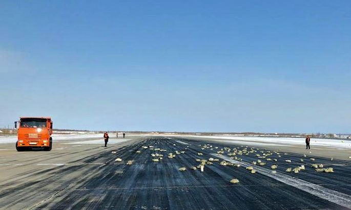 Goldbarren auf einer Landebahn