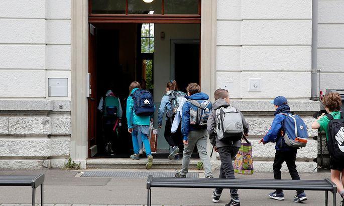 Bei uns werden sie die Schule mit Mundschutz betreten.