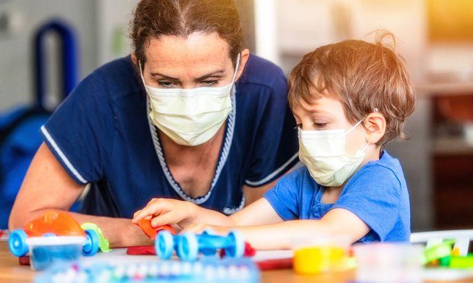Impfzwang wird es keinen geben, aber in Wiens städtischen Kindergärten wird nur mehr eingestellt, wer einen Impfpass vorlegen kann.