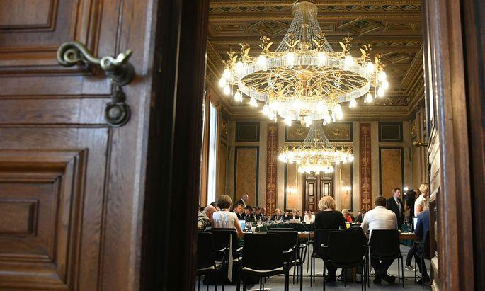 In 78 Sitzungen hat der Hypo-U-Ausschuss 124 Zeugen befragt. Jetzt liegt der Entwurf für einen Endbericht zur Pleite der Kärntner Landesbank vor.