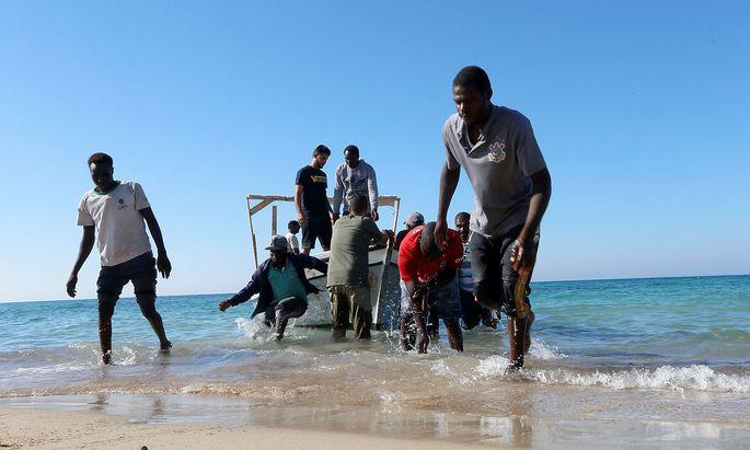 Migranten, die von der libyschen Küstenwache gerettet wurden.