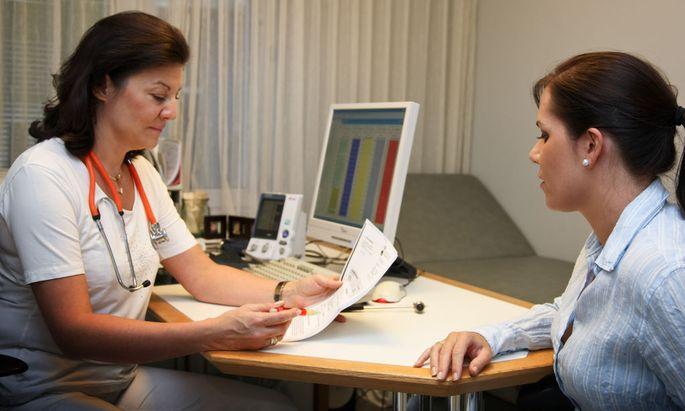 Ärztin und Patientin