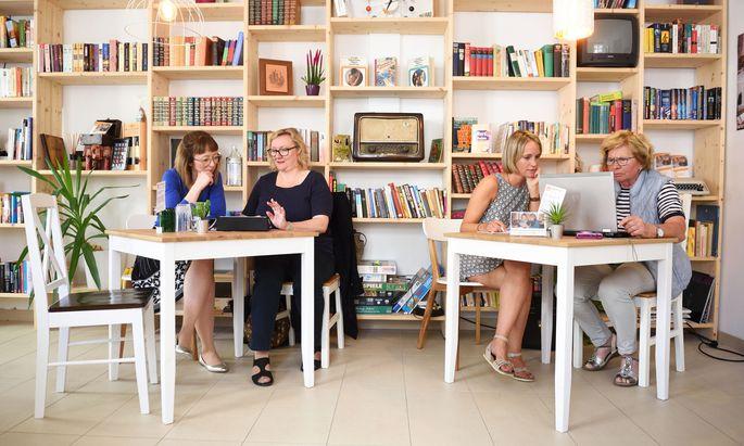 """""""Qualitätszeit""""-Coach Luise Steinkellner, Seniorin Inge Nussbaumer, Coach Daniela Weinholtz und Pensionistin Maria Krenn (v.l.)."""