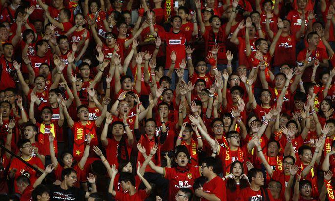 Fußballfans in China müssen sich gedulden. Wann die Liga starten wird, ist nach dem Ausbruch des Coronavirus weiterhin ungewiss.
