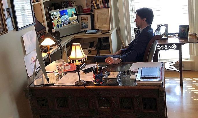 Trudeaus Ehefrau ist positiv auf das Virus getestet worden. Hier spricht er per Telekonfernenz mit den Regierungschefs der G7