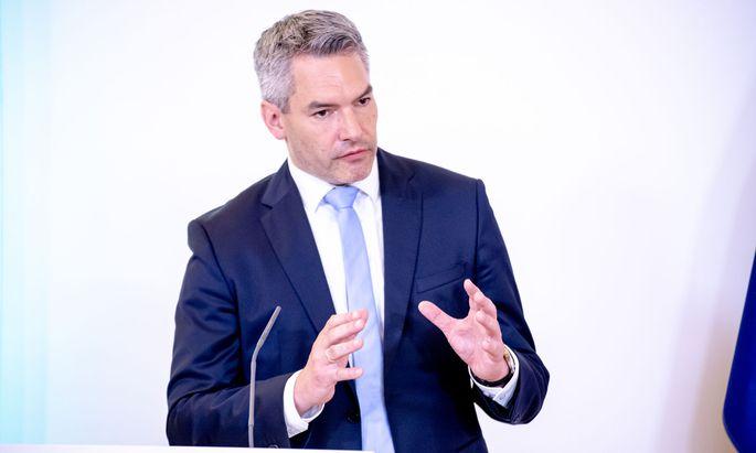 """Innenminister Karl Nehammer will den """"türkischen Einfluss"""" hinter """"Tarnvereinen"""" nicht zulassen."""