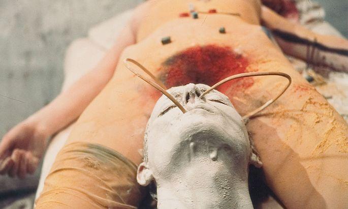 "Diese Aktionen können immer noch verstören: Günter Brus, ""Transfusion"", 1965."
