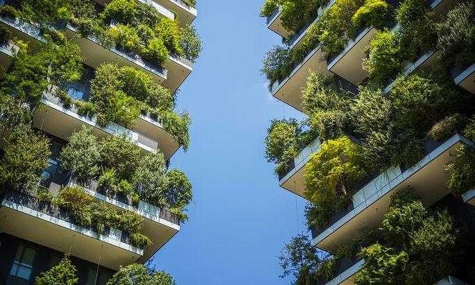 Begrünung wie am Bosco Verticale in Mailand ist klimafreundlich – das allein macht Gebäude aber noch nicht nachhaltig.