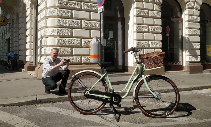 Mikko Stout liefert seine Hollandräder derzeit aus.