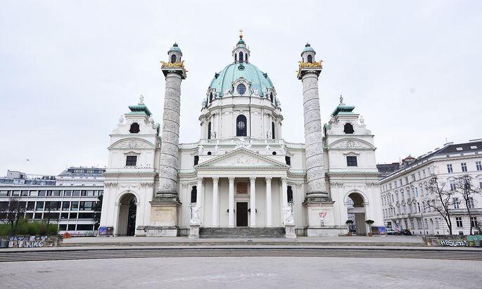 Auch die Karlskirche in Wien war von den Restriktionen betroffen - das Aus für Messen sei ohne gesetzliche Grundlage erfolgt, meint eine Kärntner Grundrechts-Initiative.