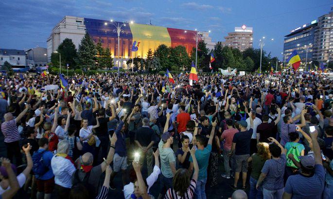 Am Sonntag strömten zum dritten Mal in Folge Tausende in die Bukarester Innenstadt, um zu demonstrieren.