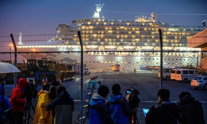 """Die USA holten Landsleute von Bord der """"Diamond Princess""""."""