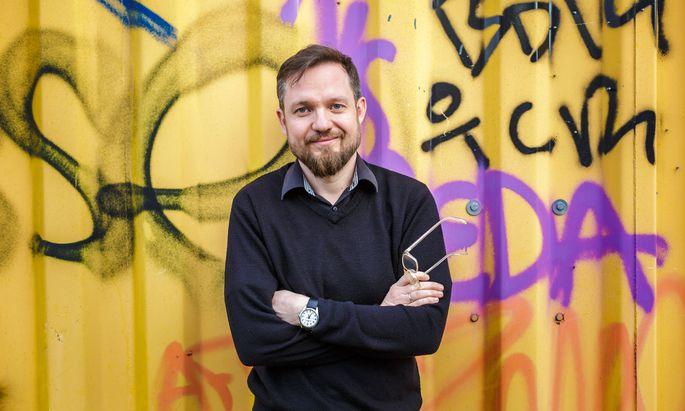 Simon Hadler will mit seinem Buch die Welt zwischen Fakten und Fake einordnen.