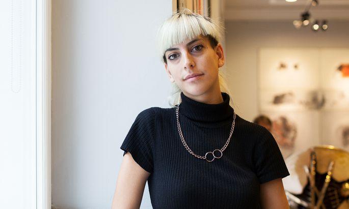 Moon Ribas versteht sich als Cyborg-Künstlerin und -Aktivistin.