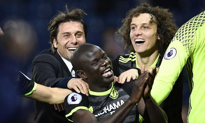 Chelsea manager Antonio Conte celebrates with David Luiz and N'Golo Kante after winning the Premier League title