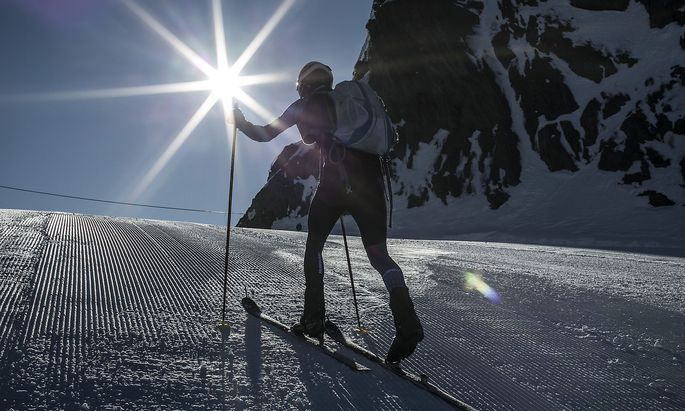Viel Schnee, wenig Skifahrer: Manche satteln auf Tourengehen und Schneeschuwandern um.