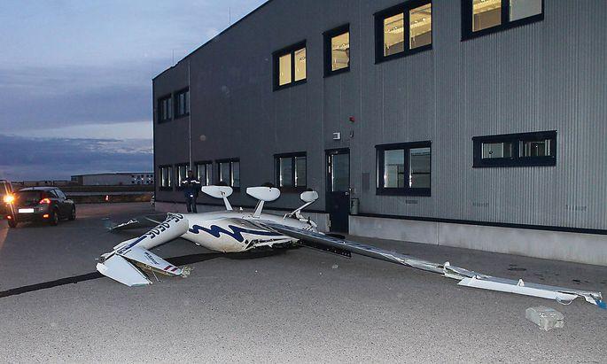 Auf dem Flugfeld in Wiener Neustadt stürzten mehrere Flugzeuge um