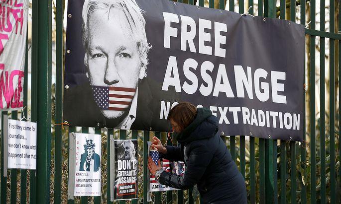 Julian Assanges Gesundheitszustand wird seit Wochen von seinen Anwälten als schlecht bezeichnet.