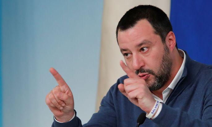 Matteo Salvini bringt den Verkauf der Goldreserven zum Stopfen von Haushaltslöchern ins Spiel