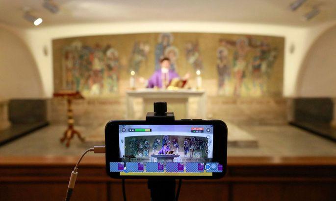 Manila Cathedral hosts online mass amid coronavirus outbreak