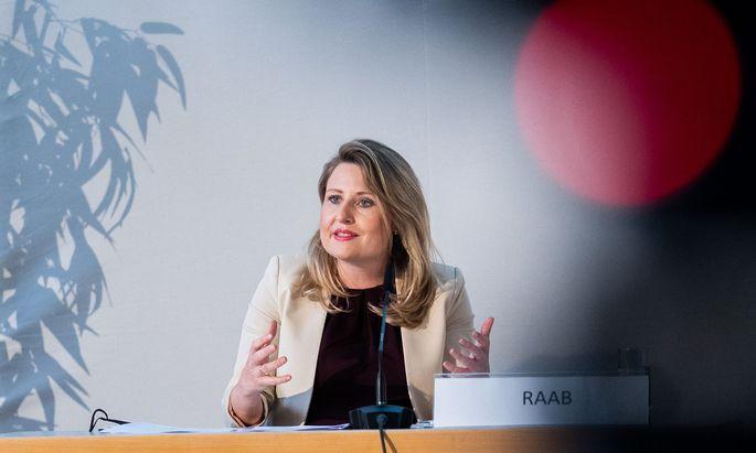 Die Integrationsministerin bei der Präsentation der Kampagne. Über die sozialen Medien bekam sie daraufhin Drohungen.