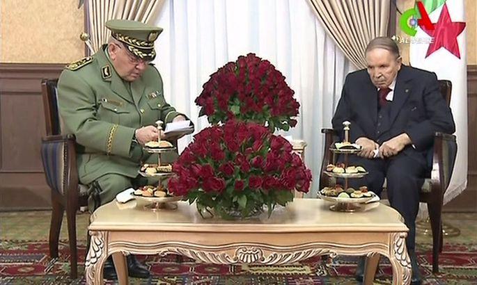 Ein Bild vom 11. März: General Salah im Gespräch mit dem algerischen Präsidenten Bouteflika (re.).