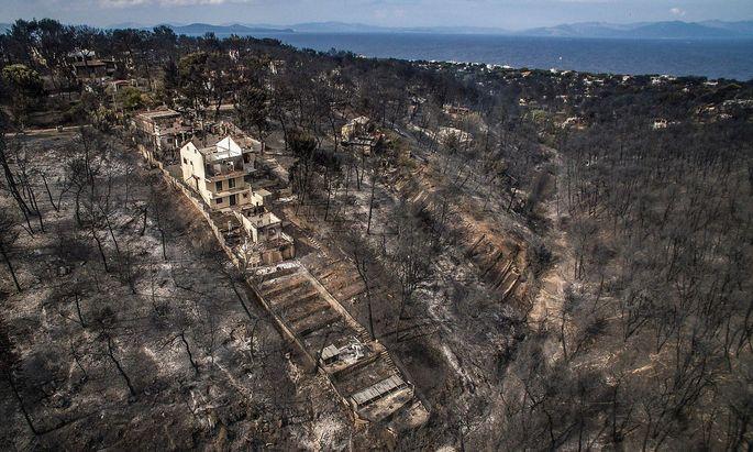 Das Feuer richtete riesigen Schaden in der Gegend im Osten von Athen an.