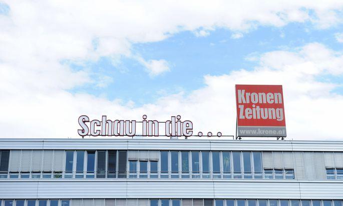 """Die """"Kronen Zeitung"""" ist mit etwas mehr als zwei Millionen Lesern nach wie vor unangefochten die größte Tageszeitung des Landes."""