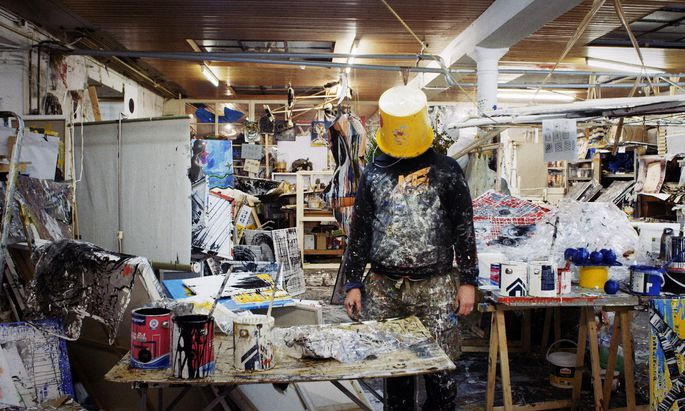 Das Atelier der Ateliers – und mitten drin Christian Eisenberger in Verweigerungspose.