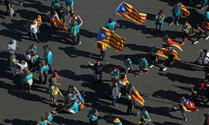 Proteste in Barcelona: Von überall her strömten am Nationalfeiertag Demonstranten zu einer Großkundgebung.