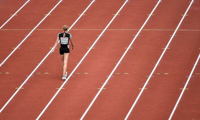 Bilder des Tages SPORT July 6 2016 Amsterdam Netherlands Yuliya Stepanova walks to finish th